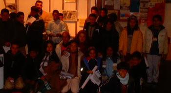 Uno de los numerosos grupos de alumnos que asistió a la exposición